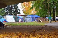 Onder het viaduct, tentkamp in Occupy Eugene Royalty-vrije Stock Foto's