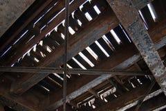Onder kant van oude spoorwegbrug royalty-vrije stock afbeeldingen