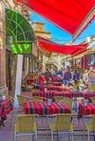 Onder kleurrijke sunshades Royalty-vrije Stock Afbeelding