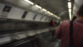 Onderaan de Roltrap en in Metro stock footage