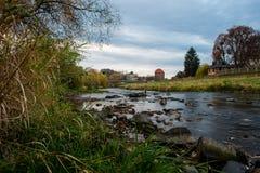 Onderaan door de rivier in de zomer Royalty-vrije Stock Afbeelding