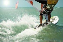 Onderaan menings windsurfing raad Stock Foto