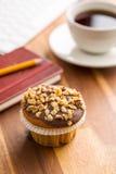 Onderbreking voor koffie en muffin op het kantoor Royalty-vrije Stock Foto