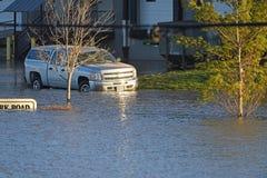 Ondergedompelde Auto in het Voedselwateren van het Valleipark Royalty-vrije Stock Fotografie