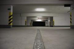 Ondergronds autoparkeren Stock Afbeeldingen