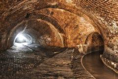 Ondergronds systeem onder stad stock afbeelding