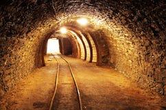 Ondergrondse mijntunnel, mijnbouw Stock Foto's