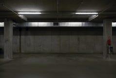 Ondergrondse parkerengarage Stock Fotografie