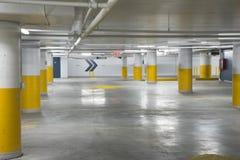 Ondergrondse parkerengarage Royalty-vrije Stock Afbeelding