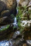 Ondergrondse rivier en waterval in Roemenië Stock Foto