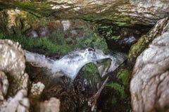 Ondergrondse rivier en waterval in Roemenië Royalty-vrije Stock Afbeelding