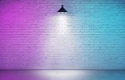 Ondergrondse toonzaal met kleurrijk dubbel licht Stock Foto