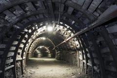 Ondergrondse tunnel in de kolenmijn Stock Afbeeldingen