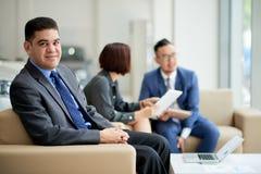 Onderhandelingen met Aziatische Partners stock foto's