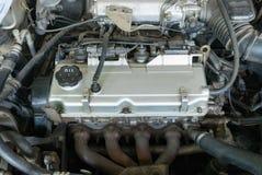 Onderhoud een motorauto met olie Royalty-vrije Stock Afbeelding