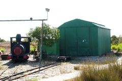 Onderhoudspost van kleine trein het verbinden Kerstmanluzia aan royalty-vrije stock foto's