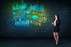 Onderneemster in bureau met in hand tablet en high-tech grafiek royalty-vrije stock afbeelding
