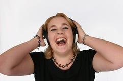 Onderneemster die aan haar favoriete muziek luistert stock afbeeldingen