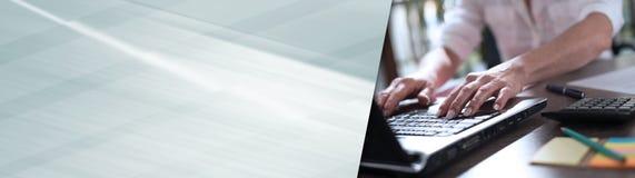Onderneemster die aan laptop werkt Panoramische banner royalty-vrije stock foto