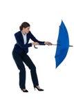 Onderneemster die blauwe paraplu houdt Royalty-vrije Stock Afbeeldingen
