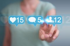 Onderneemster die digitale kleurrijke sociale media pictogrammen 3D rende gebruiken Stock Foto