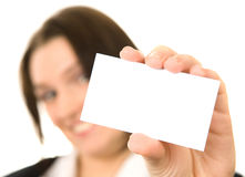 Onderneemster die haar adreskaartje voorstelt Stock Fotografie