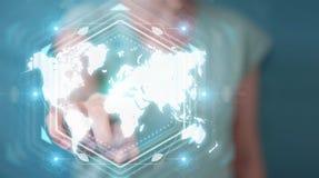Onderneemster die het digitale de interface van de wereldkaart 3D teruggeven gebruiken Stock Foto's