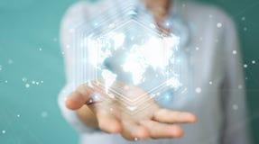 Onderneemster die het digitale de interface van de wereldkaart 3D teruggeven gebruiken Royalty-vrije Stock Afbeelding