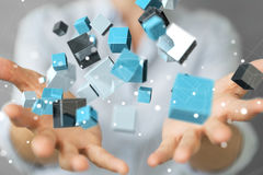 Onderneemster die het drijven blauwe glanzende 3D renderin van het kubusnetwerk gebruiken Royalty-vrije Stock Foto's