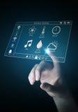 Onderneemster die het slimme huis digitale interface 3D teruggeven gebruiken Royalty-vrije Stock Foto's