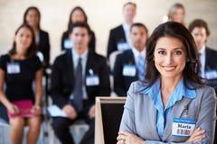 Onderneemster die Presentatie leveren op Conferentie Stock Foto