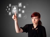 Onderneemster die virtuele bevordering drukt Stock Fotografie
