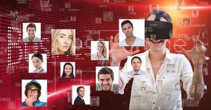 Onderneemster die VR-glazen dragen door portretten te vliegen stock illustratie