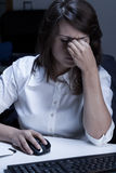 Onderneemster die ziek voelt Stock Fotografie