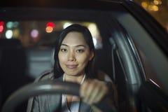Onderneemster Driving Car royalty-vrije stock afbeelding