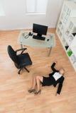 Onderneemster Fainted In Office Stock Foto