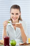 Onderneemster Having Healthy Breakfast Royalty-vrije Stock Foto's