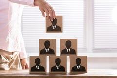 Onderneemster Making Zaken Team Pyramid stock afbeeldingen