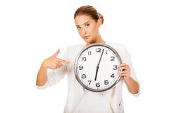 Onderneemster met het concept van de kloktijd Stock Foto's