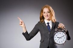 Onderneemster met klok die laat zijn Royalty-vrije Stock Afbeelding