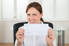 Onderneemster Showing Cheque stock afbeelding
