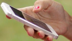 Onderneemster Smart Phone Browsing stock footage