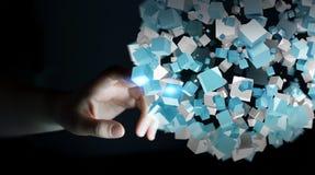 Onderneemster wat betreft vliegend abstract gebied met glanzende 3D kubus Stock Afbeelding