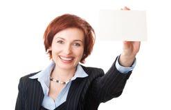 Onderneemsters die een adreskaartje houden Stock Afbeelding