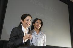 Onderneemsters die een Lezing geven op Conferentie stock afbeelding
