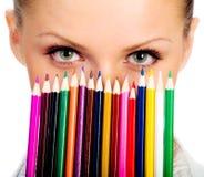 Onderneemsters met kleurrijk potlood. geïsoleerde Royalty-vrije Stock Foto's