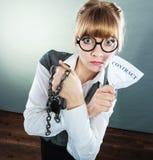 Onderneemstervrouw die brekend contract beëindigen Royalty-vrije Stock Foto
