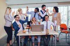 Ondernemers en bedrijfsmensen die doelstellingen bereiken stock afbeeldingen