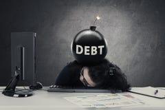 Ondernemersslaap met bom van schuld royalty-vrije stock foto