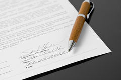 Ondertekend contract Stock Afbeelding